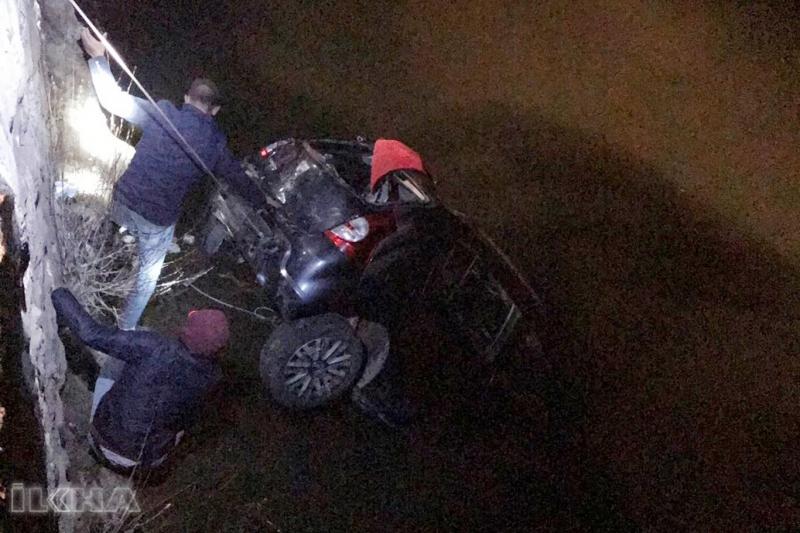 Araç Uçurumdan Göle Düştü:2 Ölü