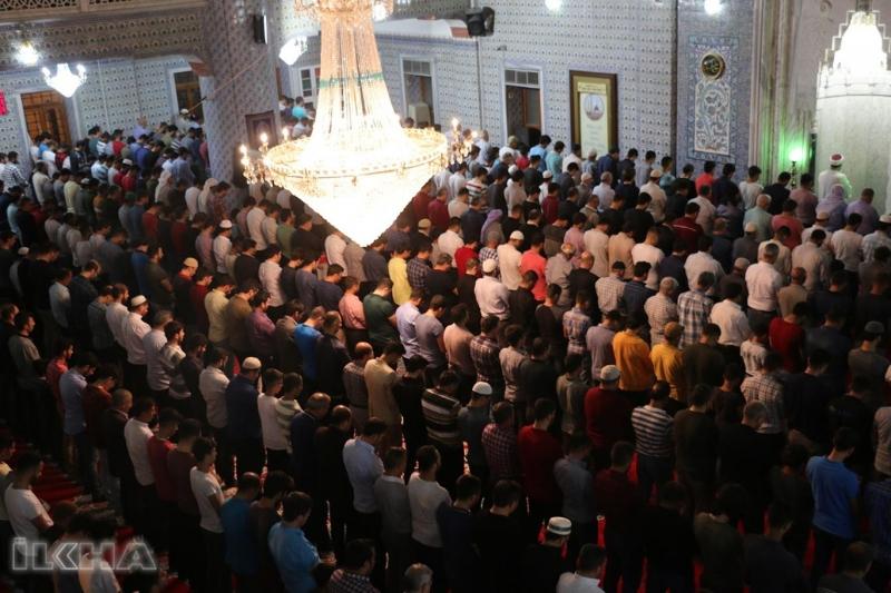 Balıklıgöl'de bulunan Dergâh Camisi doldu taştı