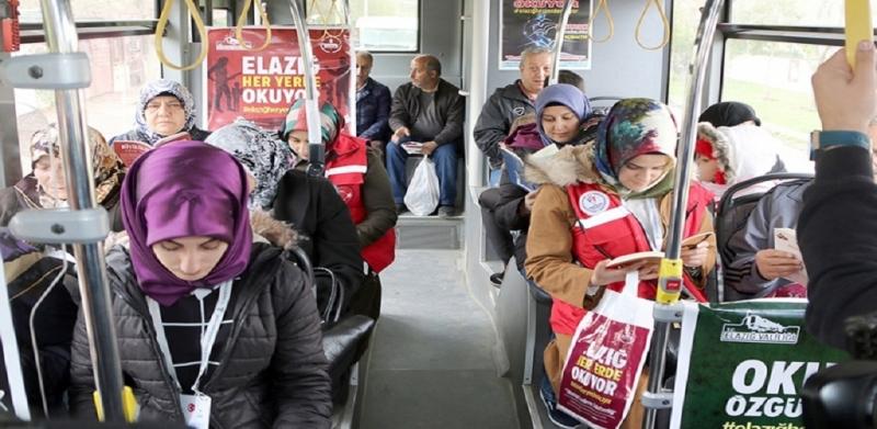 Belediye Otobüslerinde Ücretsiz Kitap Dağıtımı
