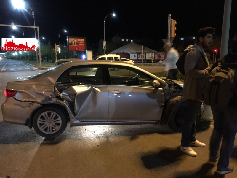 Elazığ'da maddi hasarlı trafik kazası