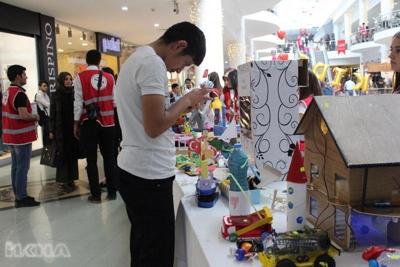 Elazığlı Öğrenciler Atık malzemelerden oyuncak yaptılar