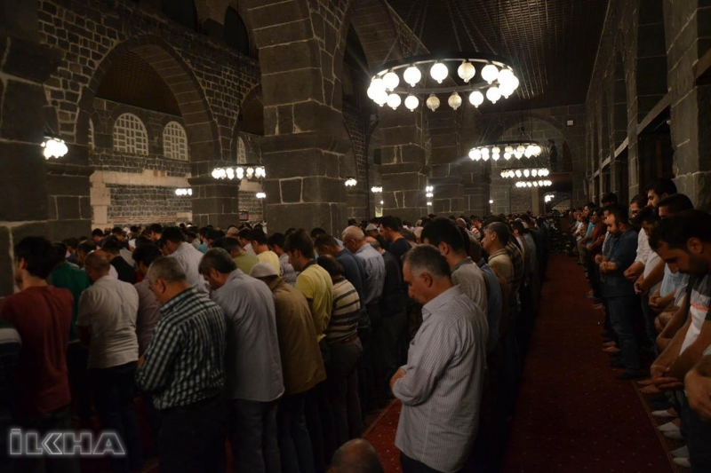 Kadir Gecesi'nde ümmetin vahdeti için dualar edildi