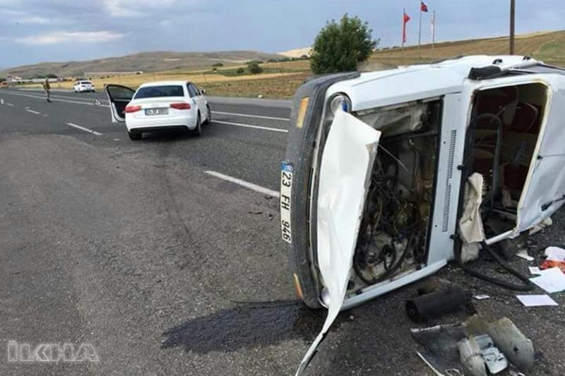 Kovancılar`da Otomobiller çarpıştı: 2 yaralı