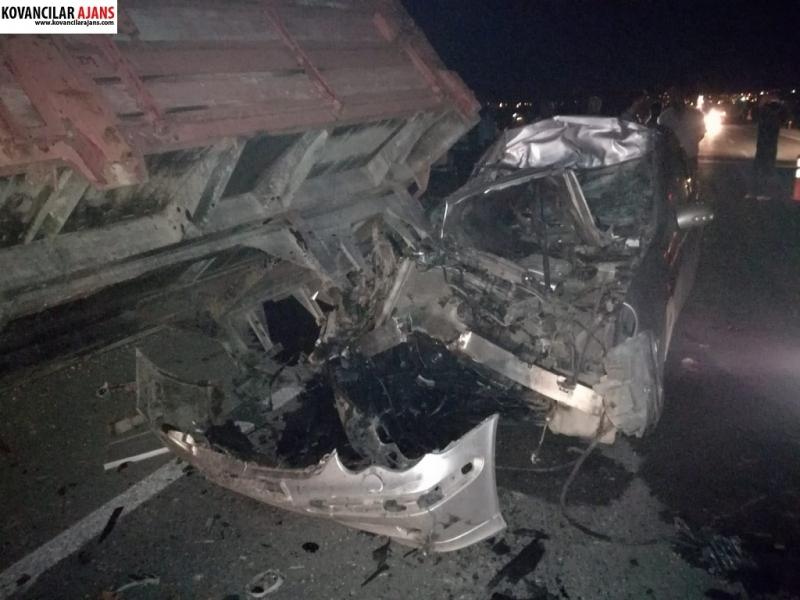 Kovancılar`da Otomobil Traktörün Altına Girdi: 1 Ölü