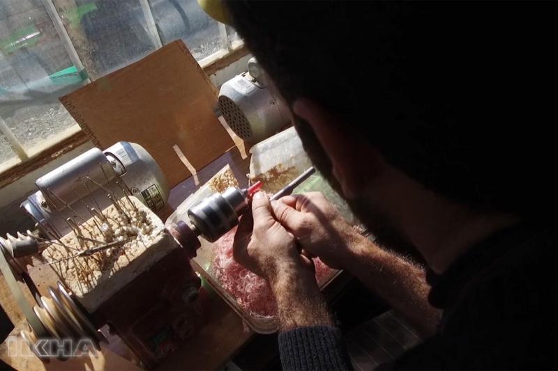 Köyde imalatını yaptığı tespihleri Almanya'ya pazarlıyor