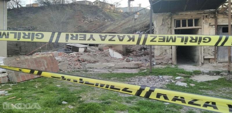 Maden'de evler kendiliğinden yıkılıyor