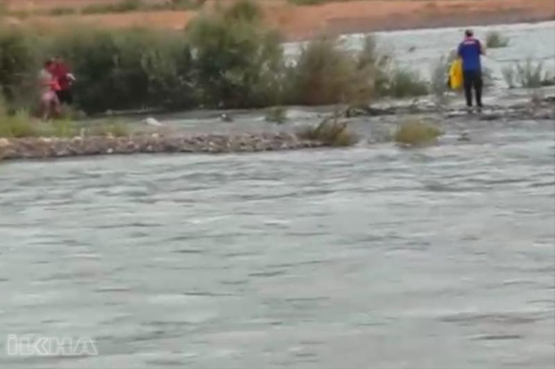 Murat Nehir suyu yükselince mahsur kaldılar