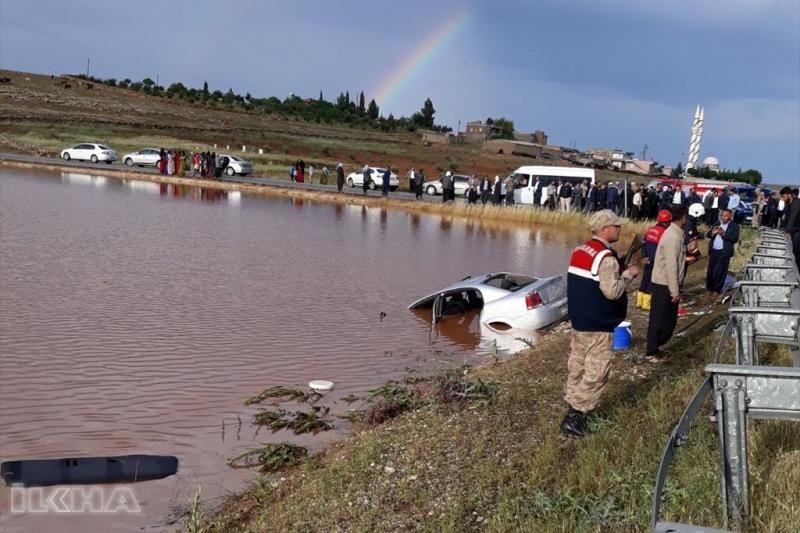 Otomobil su birikintisine girdi: 4 ölü 3 yaralı