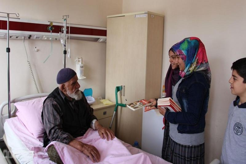 Palu Yatılı Bölge Okulu Öğrencileri Hastalarla Kitap Okuyor