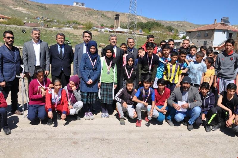 Palu`da Atletizmi Geliştirme Projesi Kapsamında Takım Seçme Yarışması Yapıldı
