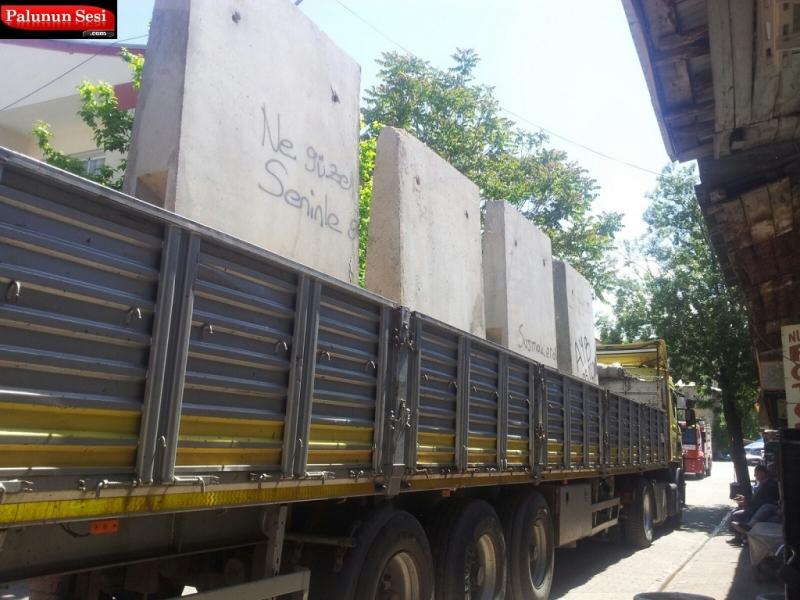 Palu`da Emniyetin Önündeki Beton Bloklar Kaldırılıyor