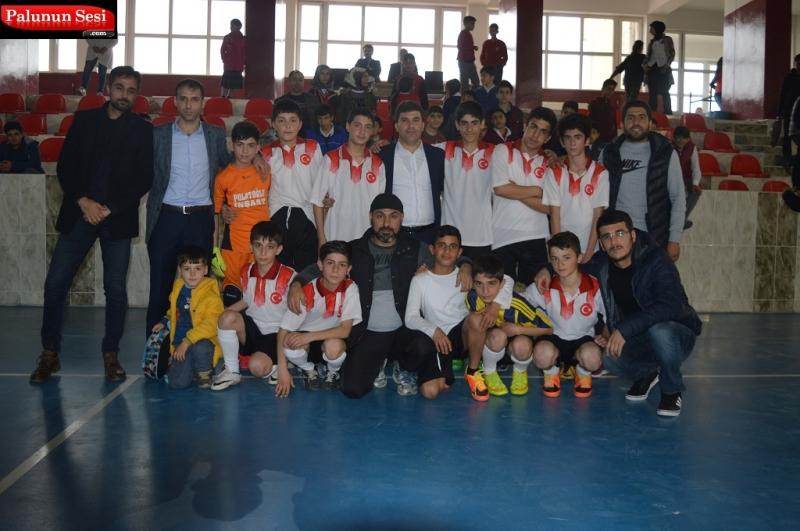 Palu`da Ortaokul ve Liselerin Oynadığı Futbol Turnuvasının Şampiyonları Belli Oldu