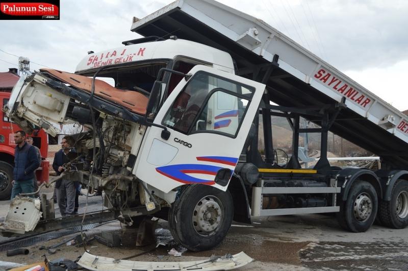 Palu`da Tren Tırla Çarpıştı: 1 Yaralı