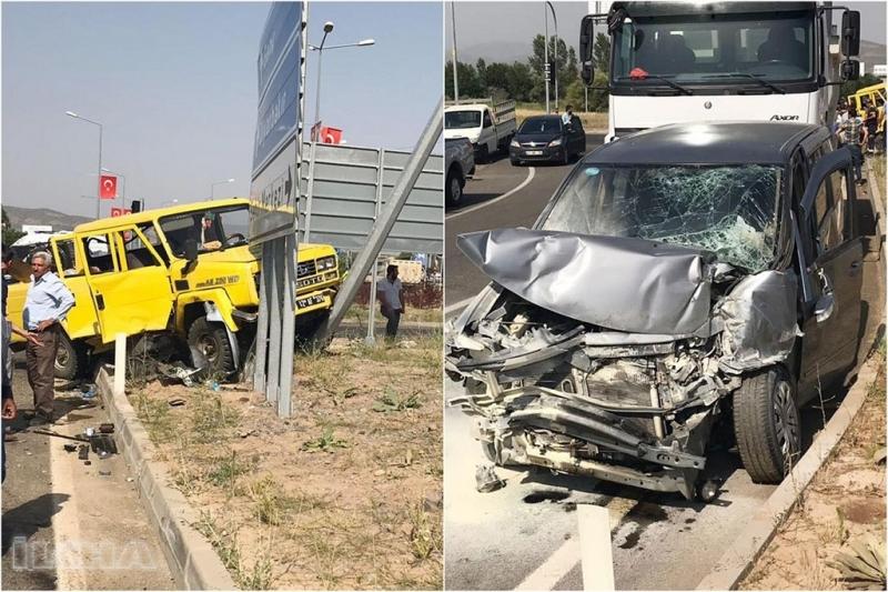 Panelvan ile kamyonet çarpıştı: 5 yaralı