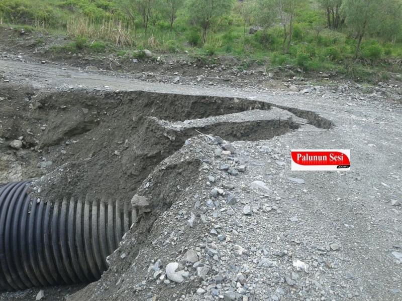 Yağmur Nedeniyle Palu Köy Yolları Kapandı
