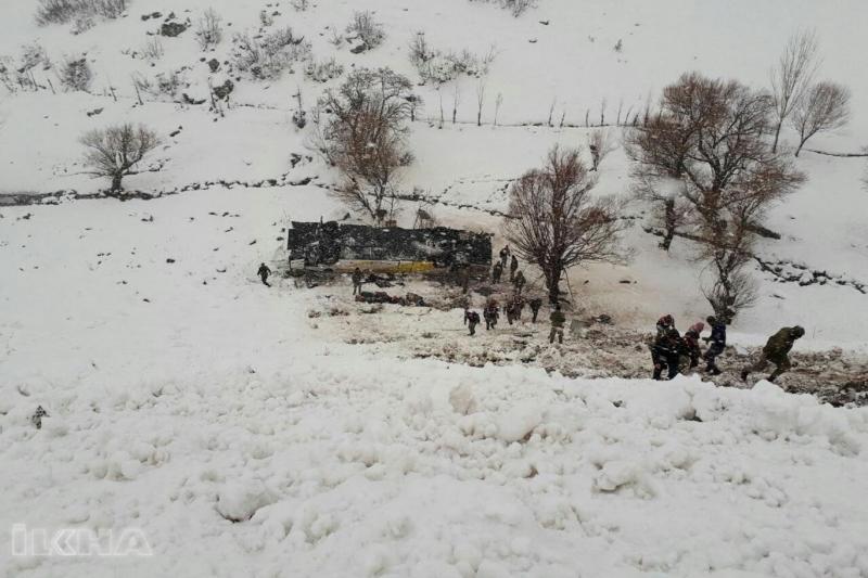 Yolcu otobüsü devrildi: 6 ölü 30 yaralı